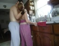 بيزنق الزوجه فى المطبخ ويشبعها نياكه بكل الاوضاع