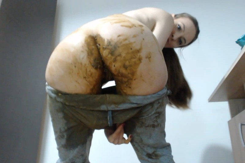 Desperate today – DianaSpark Scat big shit in pants