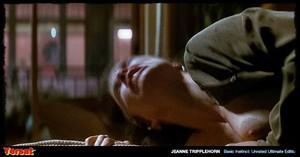 Sharon Stone & Jeanne Tripplehorn in  Instinct (1992) Iy2gr28jmxv0