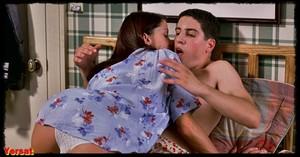 Shannon Elizabeth in American Pie (1999) Zc6gw0565d3n