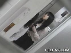 vol.01 命がけ潜伏洗面所! スニーカーブリブリ!