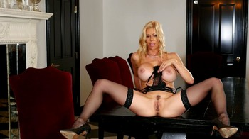 Alexis Fawx – Lady In Black