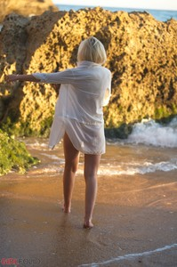 Danielle S - On The Beach  t6quc2uiv5.jpg