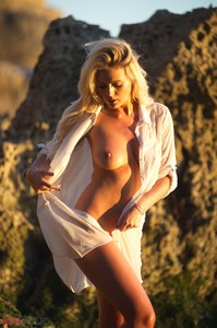 Danielle S - On The Beach  s6quc38xha.jpg