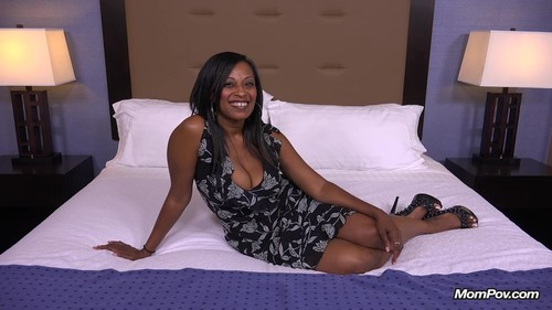 Mompov.com -   Lauren 41 year old hot busty big booty black mom