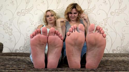 Anna & Elsa - feet teasing and comparing Full HD