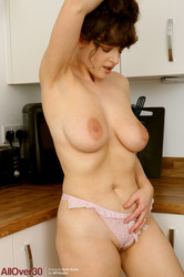 Kate-Anne-Mature-Housewives-137-pics-4800px-k6t0gt6dhp.jpg