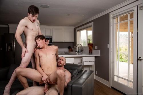 NextDoorBuddies – Good Neighbors (Markie More, Zachary Country & Jaydon Jensen) Bareback