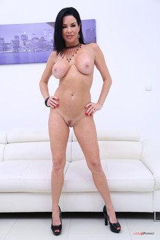 Veronica Avluv no holes barred fuck session with